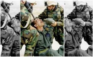Das Bild zeigt einen irakischen Soldaten umgeben von amerikanischen Soldaten, im Irak-Krieg 2003. Foto: AP Photo/Itsuo Inouye
